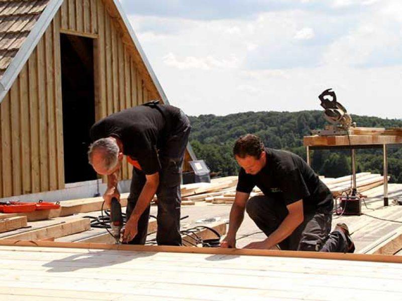 Unser Montageteam beim Bau einer Dachterrasse