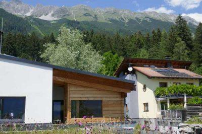 Sauna anch Maß - Aussensauna perfekt unter ein Vordach eingepasst