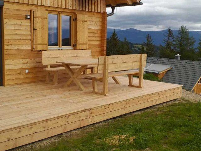 Gartenmöbel - Tisch und Bank aus steirischer Lärche