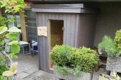 Kleine Sauna aus Altholz