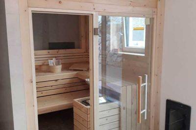 Sauna nach Kundenwunsch konfiguriert und perfekt eingepasst