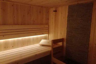 Sauna mit GFK Wandverkleidung in Steinoptik
