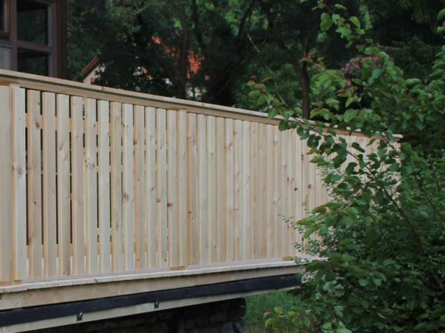 Terrassengeländer aus Lärchenholz
