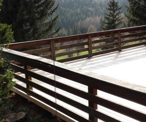 Lärchenholz Terrasse in den Bergen
