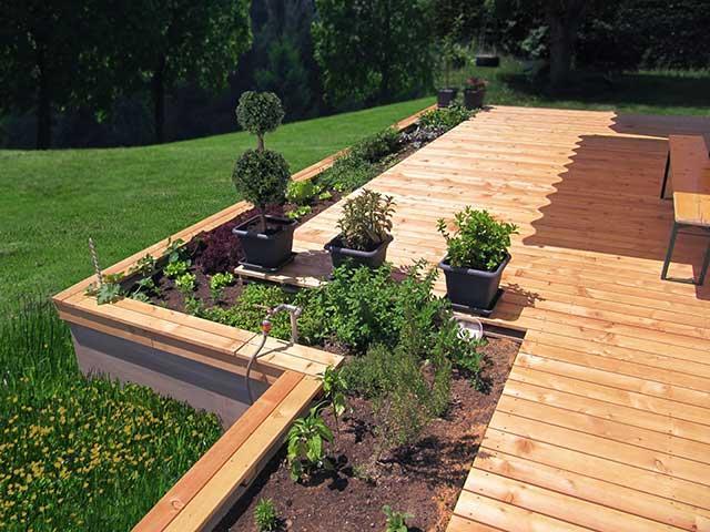 Terrasse mit integrierten Beet