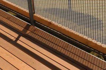 Terrasse mit Geländer aus Thermoesche