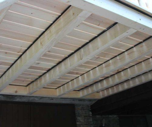 Unterkonstruktion einer Zirbenholzterrasse