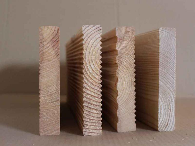 Terrassendielen für die Holzterrasse: Hobelprofile glatt und geriffelt