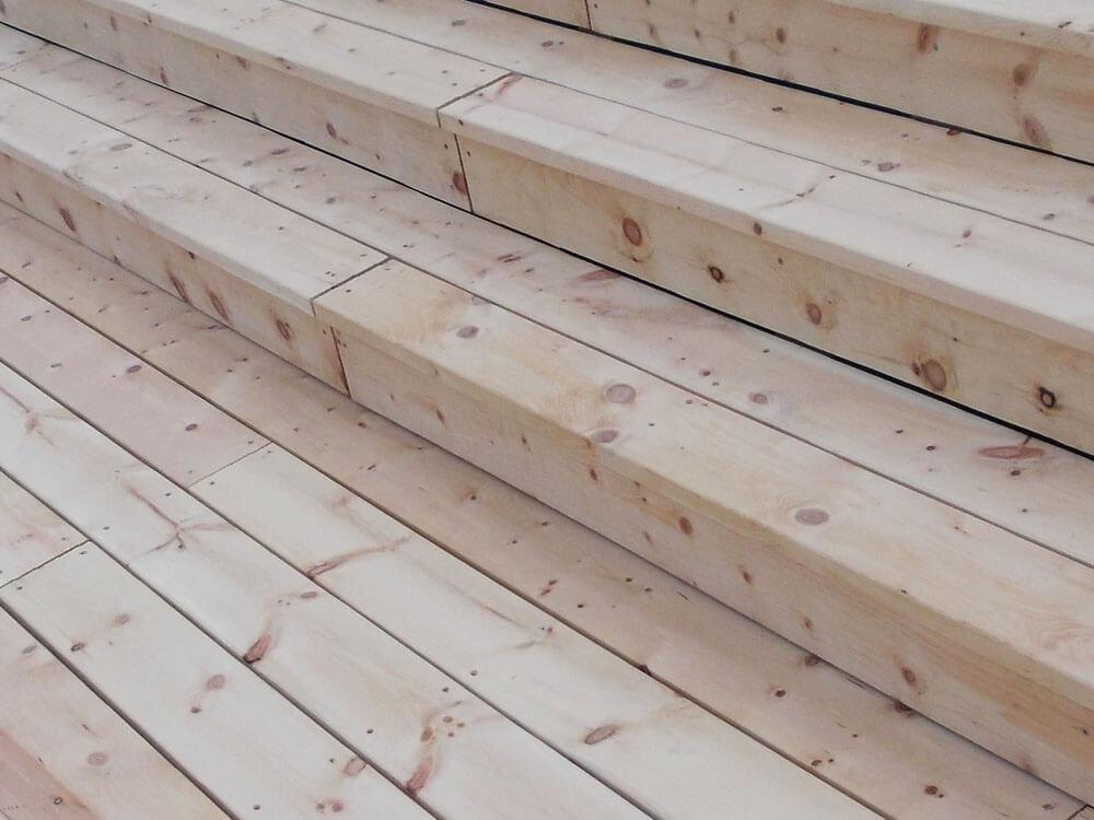 Terrasse aus Zirbenholzdielen