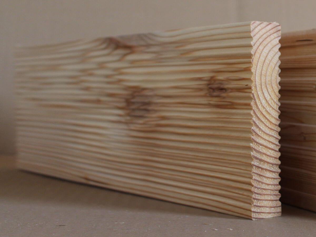 Terrassendielen Lärche geriffelt 140x24mm